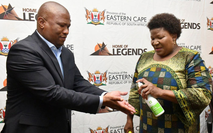 Eastern Cape Premier Oscar Mabuyane sanitises his hands against the spread of the coronavirus ahead of a special exco meeting on 20 March 2020. Picture: @OscarMabuyane/Twitter