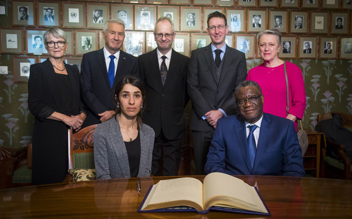 Members of the Norwegian Nobel Peace Prize comitee (Up L-R) Anne Enger, Thorbjorn Jagland, Henrik Syse, Asle Toje and Berit Reiss-Andersen pose beside Nobel Peace Prize laureates (Bottom L-R) Congolese doctor Denis Mukwege and Yazidi activist Nadia Murad at a press conference on 9 December 2018 in Oslo on the eve of the Peace Prize ceremony. Picture: AFP.