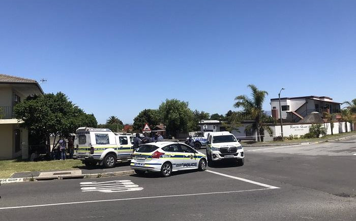 FILE: Police cordoned off roads near Brackenfell High School on 10 November 2020 a day after clashes between community members and EFF protesters on 9 November 2020 over alleged racism at the school. Picture: Lizell Persens/EWN.