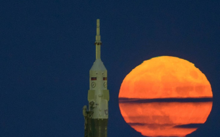 The supermoon, is seen rising behind the Soyuz rocket at the Baikonur Cosmodrome launch pad in Kazakhstan, on 14 November, 2016. Picture: Nasa.