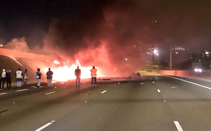 The scene of the crash on the N3 near the Marlboro Drive off-ramp in Johannesburg. Picture: @EWNTraffic/Twitter