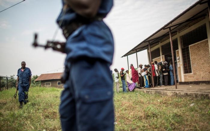 FILE: Burundian policemen secure a polling station in the Kinama neighborhood in Bujumbura on 29 June 2015. Picture: AFP.