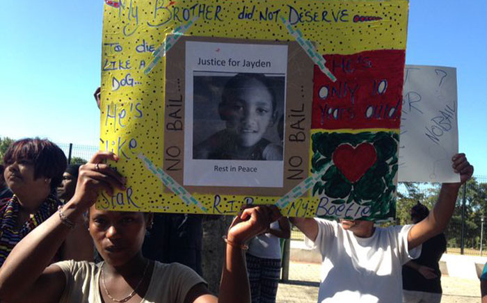 FILE: Scores of people outside Wynberg Magistrate Court opposing bail for Jayden Smith alleged killers.Picture: Lauren Isaacs/EWN.