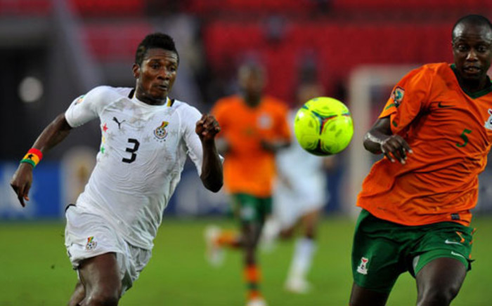Zambian defender Hichani Himoonde (R) vies with Ghana's Asamoah Gyan during the Afcon semi-final football match between Ghana and Zambia in Bata on Feburary 8, 2012. Picture: AFP