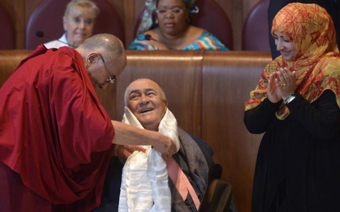 Italian director Bernardo Bertolucci (C) receives the Peace Summit Award from Tibetan spiritual leader the Dalai Lama (L) and Nobel Peace Prize co-winner Yemen's Arab Spring activist Tawakkul Karman (R) at the end of the 14th World Summit of Nobel Peace Laureates on 14 December, 2014 at Rome's City Hall. Picture: AFP.