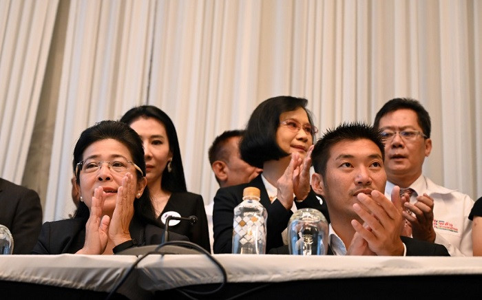 Pheu Thai party leader Sudarat Keyuraphan (L) and Future Forward Party leader Thanathorn Juangroongruangkit attend a press conference in Bangkok on 27 March 2019. Picture: AFP