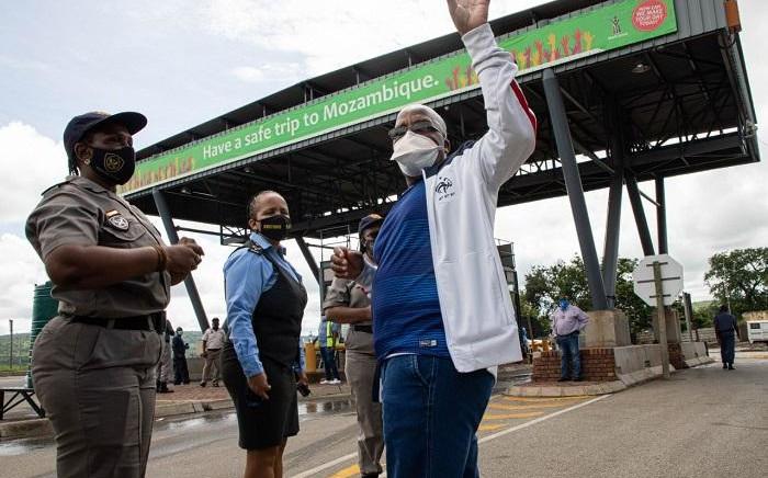 Home Affairs Minister Aaron Motsoaledi's visit to the Lebombo Border Post on Monday, 15 February 2021. Picture: Boikutso Ntsoko/Eyewitness News.