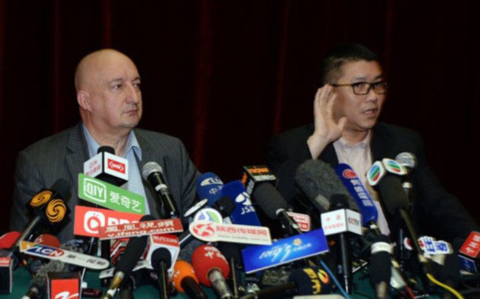 FILE: Malaysian Airlines senior officials Dr Hugh Dunleavy (L) and member of the airline's crisis management team, Ignatius Ong (R), face the Chinese media. Picture: AFP.