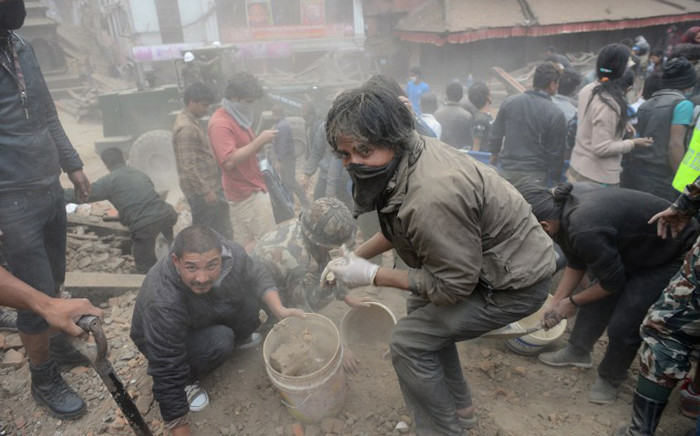 FILE: People clear rubble in Kathmandu's Durbar Square, a UNESCO World Heritage Site that was severely damaged by an earthquake on 25 April 2015. Picture: AFP.
