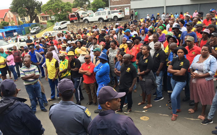 Samwu-affiliated workers gather outside the Ugu District Municipality offices demanding that the mayor addresses them on 30 January 2020. Picture: Nkosikhona Duma/EWN