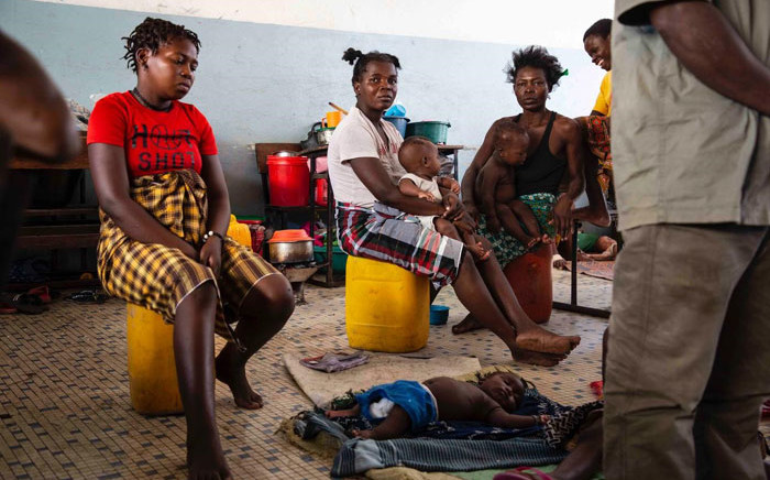 People displaced by Cyclone Idai in what used to be a classroom in a school in Beira which has been turned into a shelter. Picture: Christa Eybers/EWN