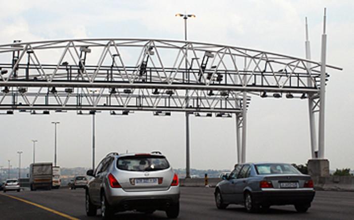 Vehicles pass through Gauteng's new toll gates. Picture: Taurai Maduna/Eyewitness News
