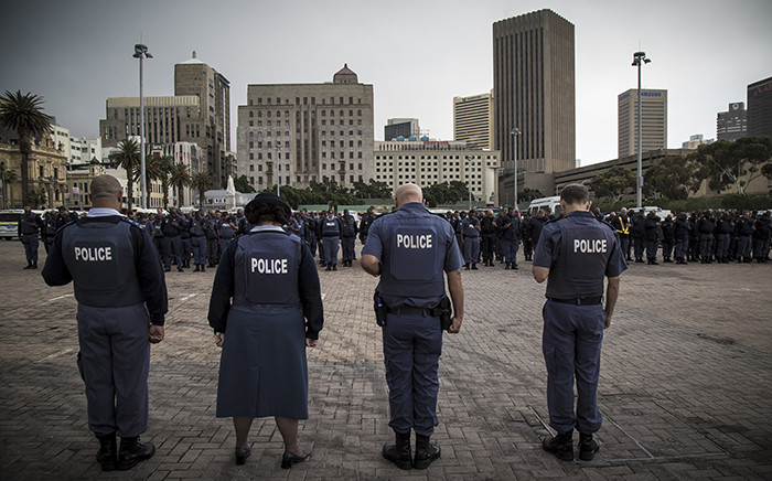 Saps officers pray before an operation in Cape Town's CBD on 21 April. Picture: Thomas Holder/EWN