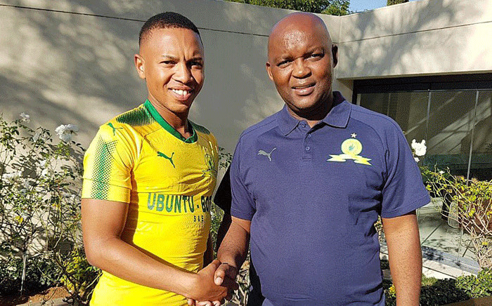 Mamelodi Sundowns coach Pitso Mosimane welcomes Andile Jali to the club. Picture: @Masandawana/Twitter.