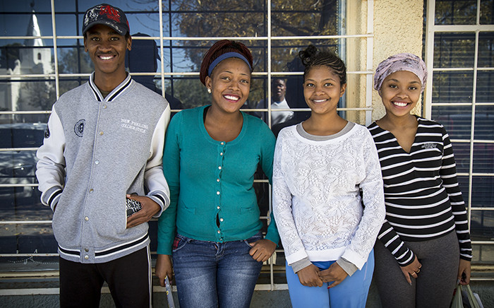 Geraldo van Wyk, 20, Shimenay Meerka, 19, Chivnarice Adams, 18 and Nicole van Tonder, 19, are some youths in Carnarvon who say it is a waste of time voting. Picture: Thomas Holder/EWN.
