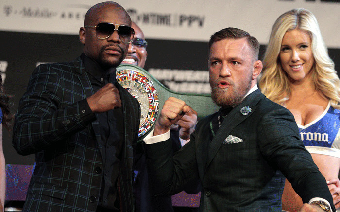Boxer Floyd Mayweather Jr. (L) and MMA figher Connor Mcgregor pose during a media press conference 23 August 2017. Picture: AFP.