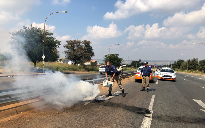 Police on the scene of protests in Johannesburg South on Wednesday 2 May 2018. Picture: Mia Lindeque/EWN