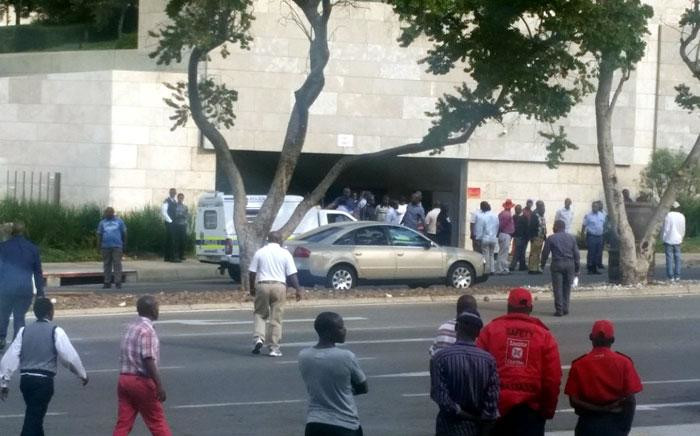 FILE: Police are pictured talking to metered taxi drivers after clashes with Uber drivers outside Sandton on 22 April 2017. Picture: Janice Healing/EWN.