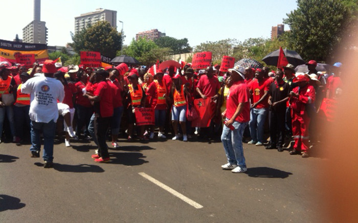 Cosatu members singing and dance as they eagerly wait for the march to begin on 7 October 2015. Picture: Kgothatso Mogale/EWN.
