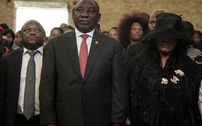 President Cyril Ramaphosa stands between KZN Premier Sihle Zikalala and the wife of the late music legend Joseph Shabalala at his funeral in Ladysmith. Picture: Xanderleigh Dookey/EWN