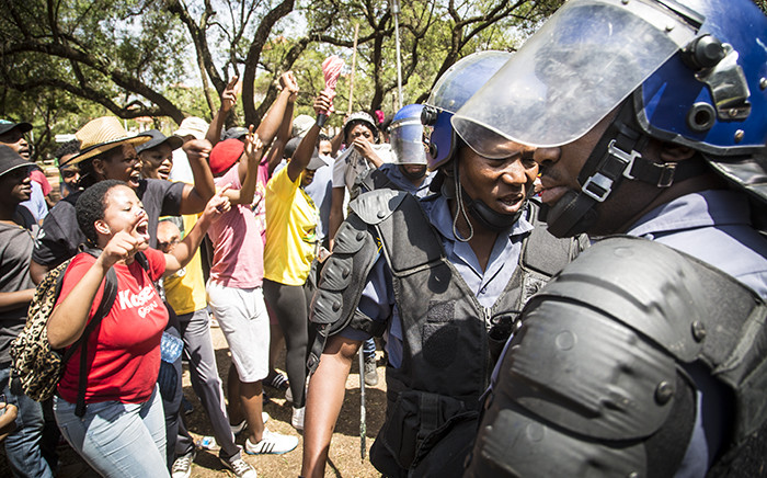 Police negotiated with UFS students to disperse after they vandalised a statue of apartheid era leader CR Swart. Picture: Reinart Toerien/EWN.