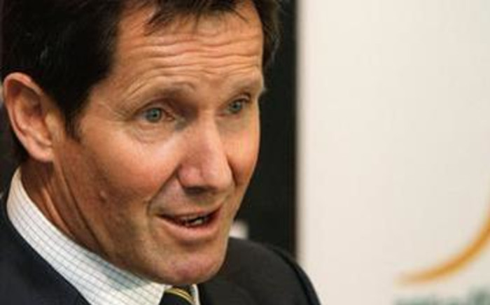 Wallaby coach, Robbie Deans, in discussion with the media