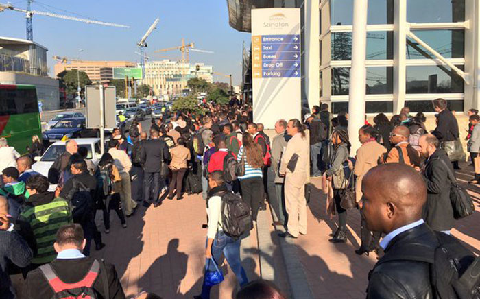 Chaos outside Sandton Gautrain station as trains between Sandton and Park Station experience technical issues Park. Commuters are using buses. Picture: Aki Anastasiou/EWN.