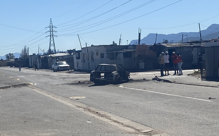 Angry residents have torched the car belonging to a man accused of 27-year-old Siphokazi Booi's murder in Paarl. Picture: Shamiela Fisher/Eyewitness News.