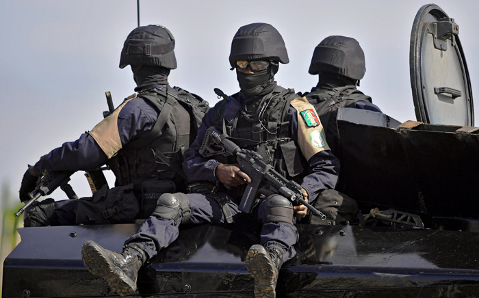 Senegalese Special Forces soldiers stand guard before the arrival of President Adama Barrow (not pictured) at the airport in Banjul on 26 January, 2017. Picture: AFP.