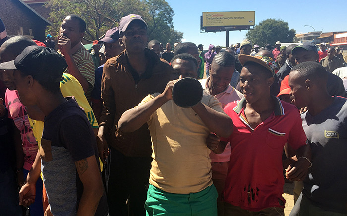 FILE: Scores of South African residents of Actonville in Benoni blocked roads and threatened foreigners living in the area with violence as Xenophobic attacks spread across Gauteng. Picture: Reinart Toerien/EWN