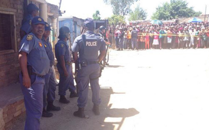 FILE: Police were at the scene to monitor protests by angry residents after the bodies of two young girls were found in Diepsloot on 15 October 2013. Picture: Lesego Ngobeni/EWN