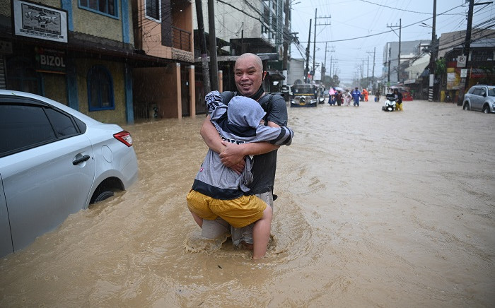 Residents make their way to shelter through a flooded street after Typhoon Vamco hit, in Marikina City, suburban Manila on November 12, 2020. Picture: AFP