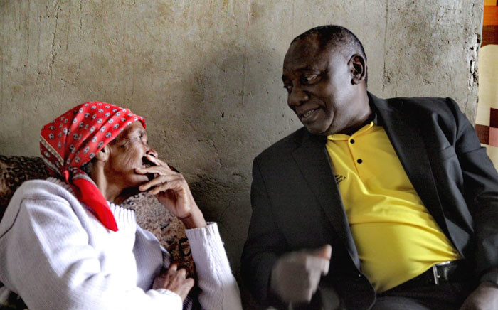 President Cyril Ramaphosa sits with a resident in the Northern Cape during an ANC campaign on 7 January 2019. The ruling party met with residents in the province ahead its 108th birthday celebrations. Picture: @MYANC/Twitter
