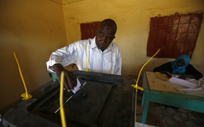 A man casts his ballot a polling station at the Abu Shouq camp for Internally Displaced Persons (IDP) in El-Fasher, in North Darfur on 11 April, 2016, during a referendum on whether to keep its five states or unite them into a single region despite rebels boycotting and international criticism. Picture: AFP.