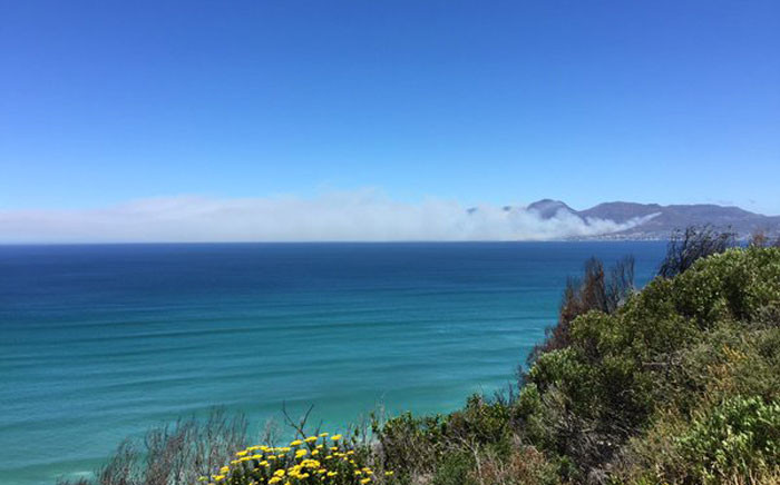 FILE: Klawer Valley fire as seen from Boyes Drive at 1:20pm. Picture: Thomas Holder/EWN.