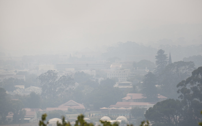 Smoke blankets the town of Stellenbosch on 11 March 2015 two days after a fire broke out in the Jonkershoek Nature Reserve. Picture: Aletta Gardner/EWN
