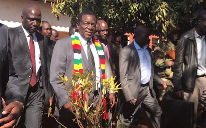 Zimbabwe President Emmerson Mnangagwa leaves Kwekwe after casting his vote during the presidential elections on 30 July 2018. Picture: Masechaba Sefularo/EWN