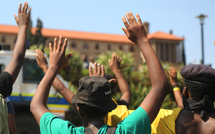 FILE: The UJ workers, along with some students, are calling for an end to outsourcing. Picture: Reinart Toerien/EWN.