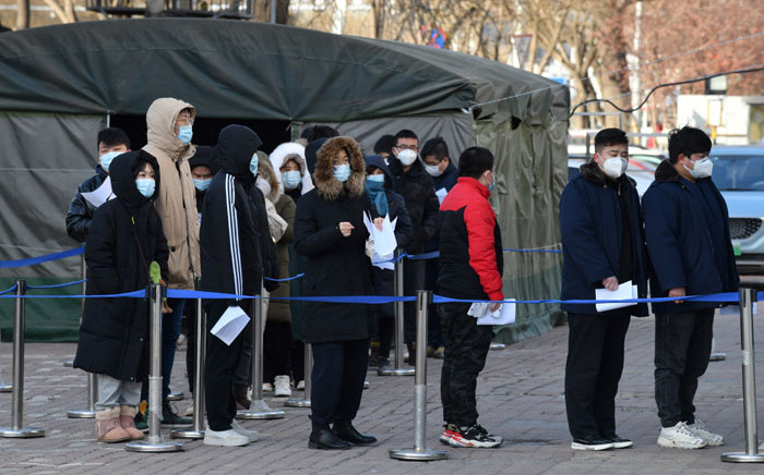 People line up to be tested for the COVID-19 coronavirus outside a hospital in Beijing on 28 January 2021. Picture: Greg Baker/AFP