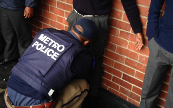 FILE: Cape Town Metro police officials carried out drug raids at Walmer Secondary School on 15 May 2014. Picture: Lauren Isaacs/EWN.