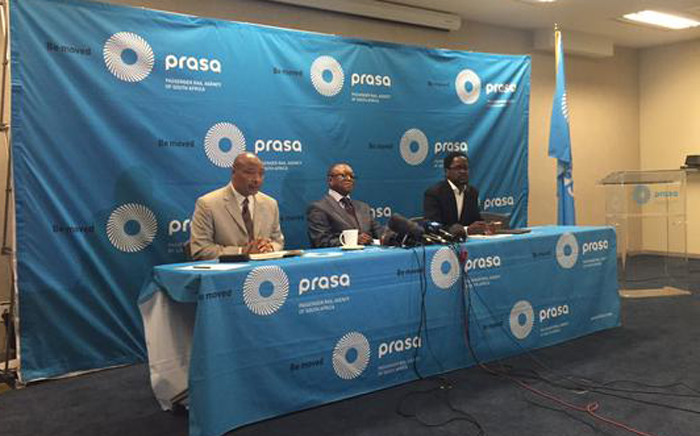 FILE: Former Prasa board chairperson Popo Molefe (centre) at a press briefing. Picture: Gia Nicolaides/EWN.