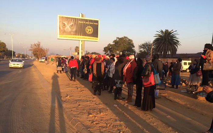 FILE: Hundreds of commuters waiting in vain in the freezing cold for taxis on the sides of roads following a taxi strike in Mamelodi on 9 July 2015. Picture: Barry Bateman/EWN.