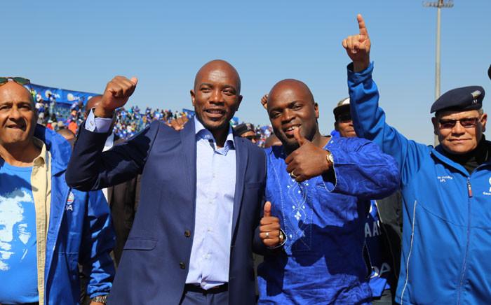 DA leader Mmuis Maimane alongside Tshwane mayoral candidate Solly Msimanga. Picture: Christa Eybers EWN