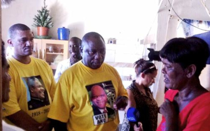 ANC Western Cape Chairman Marius Fransman (L) and ANC Deputy President Cyril Ramaphosa during a door-to-door campaign. Picture: Siyabonga Sesant/EWN.