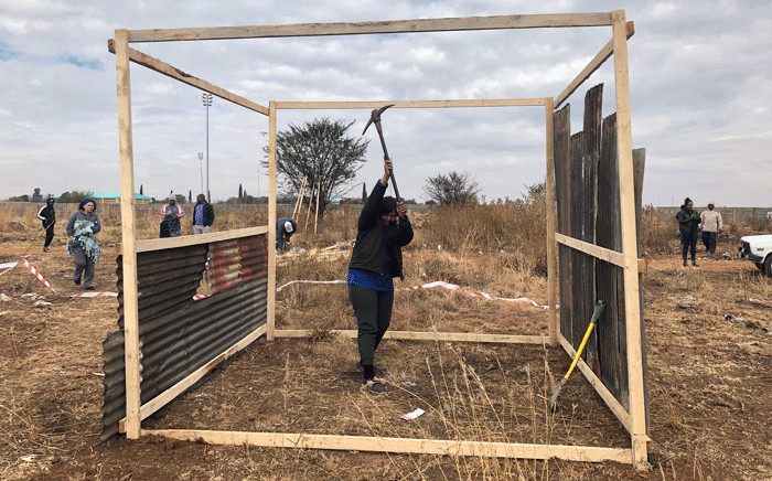FILE: Ennerdale residents illegally erecting shacks on a piece of land. Picture: Mia Lindeque/EWN
