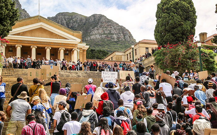 FILE: UCT Fees2017 protesters march to Jameson Hall. Picture: Anthony Molyneaux/EWN.