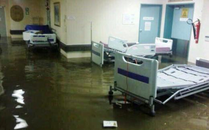 Flash floods forced officials to evacuate the Vergelegen Mediclinic in Somerset West on 15 November 2013. Picture: @modernwebinfo/Twitter.