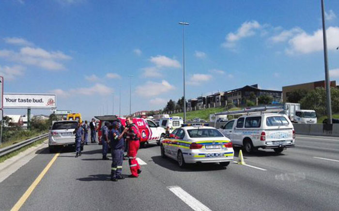 Shooting on N1 highway left one injured on 23 March, 2016. Picture: Twitter @ER24EMS.