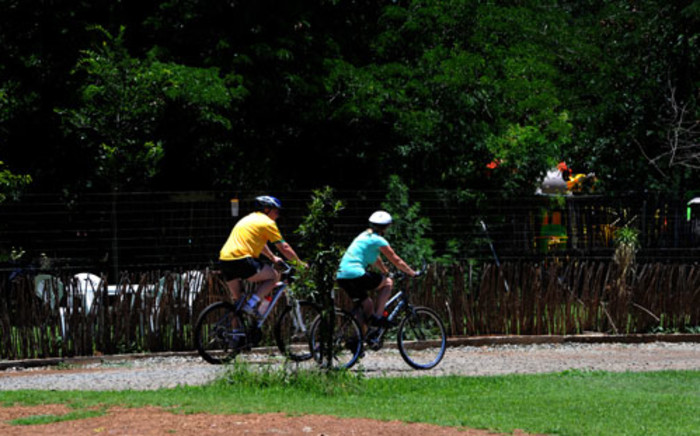 As of today, motorists must stay at least a metre away from cyclists. Picture: SAPA.