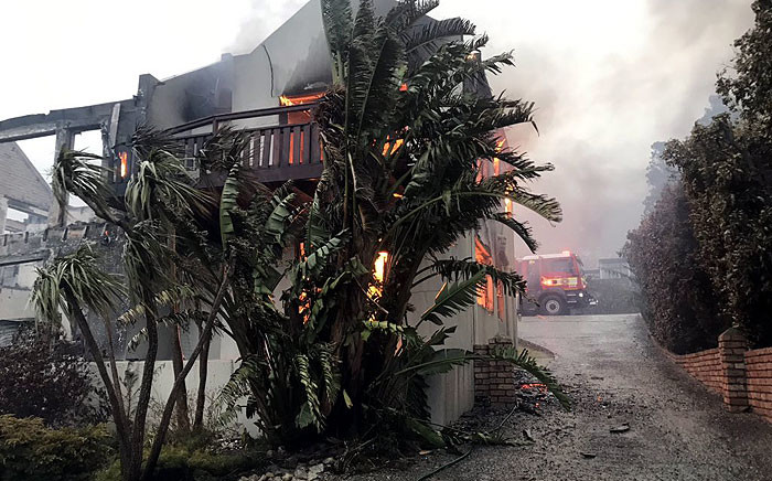 Firefighters were on scene in the Betty's Bay area amid a fire on 11 January 2019. Picture: Kaylynn Palm/EWN